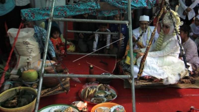 Interaksi Keberagamaan pada Tradisi Gaok, Bobotan, dan Ngukus