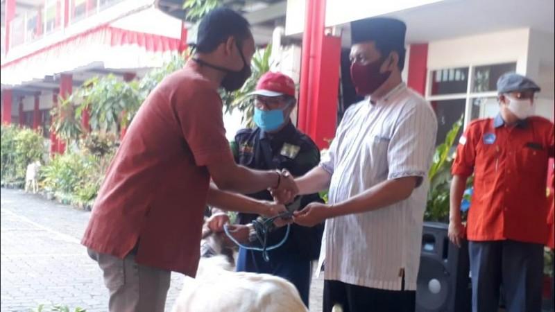 Bentuk Karakter Peduli, Sekolah Nasima Semarang Kurban 69 Kambing dan 1 Sapi