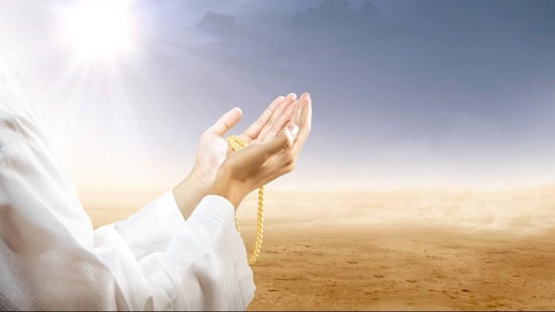 Khutbah Jumat: Lima Perkara yang Menghalangi Terkabulnya Doa