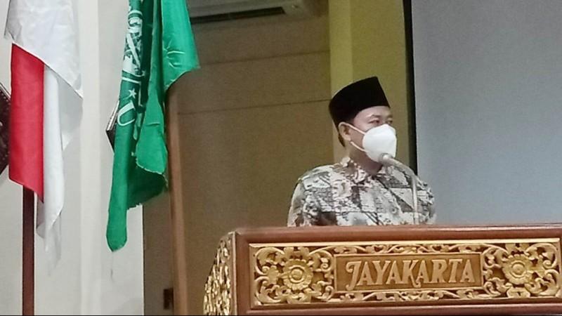 Ketua Umum Serikat Nelayan NU Serahkan Bantuan Nelayan di Lombok Barat