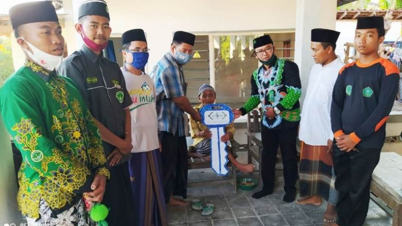 Rumah Dhuafa Rampung Direhab, LAZISNU di Sumenep Serahkan Kunci