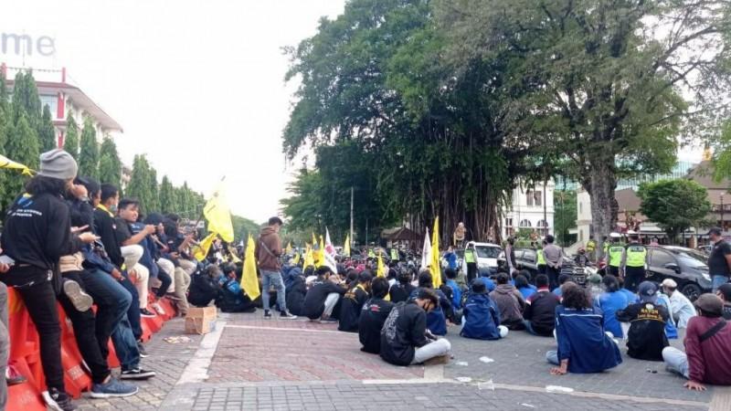 PMII Surakarta Gemakan Shalawat Asyghil saat Aksi Tolak UU Cipta Kerja