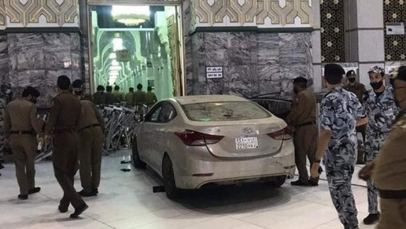 Mobil Sedan Tubruk Pintu Masjidil Haram, Begini Ceritanya
