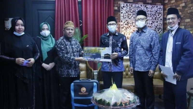 NU Online dan Risalah Madina Serahkan Hadiah Juara Lomba Cover Shalawat