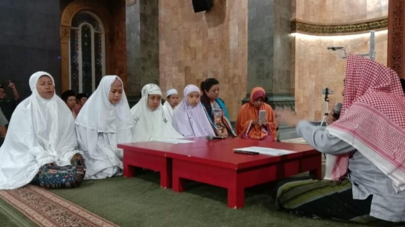 Tertarik dengan Islam Ramah, Gadis Asal Malang Ini Masuk Islam