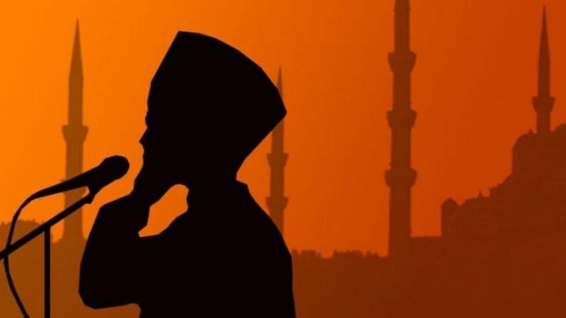 Hukum Mengganti Ajakan Shalat dengan Seruan Jihad