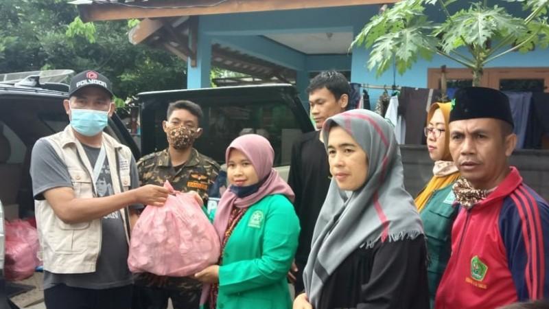 Fatayat NU Kirim Bantuan Makanan di Lokasi Banjir Lebak