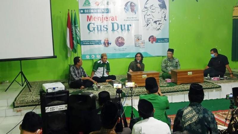 Penulis Buku 'Menjerat Gus Dur' Sebut Ada Kekuatan Orde Barudi Pelengseran Gus Dur