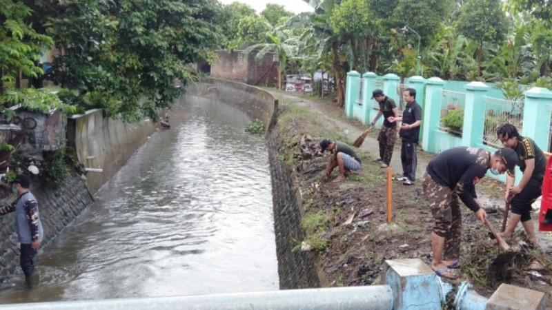 Pemuda Desa Jepang Kabupaten Kudus Berkolaborasi Jaga Kebersihan Kali