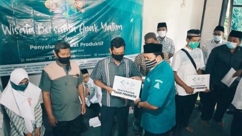 Tutup Tahun 2020, LAZISNU Kudus Salurkan Zakat Produktifke Dhuafa