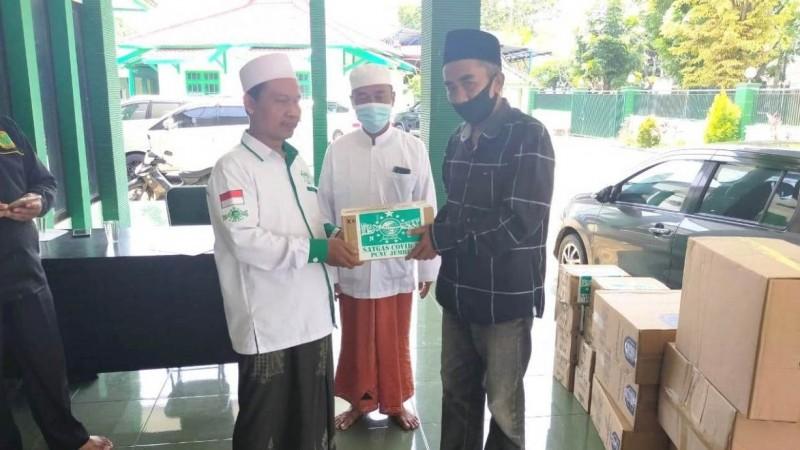 PCNU Jember Bagikan Ribuan Paket Anti Corona