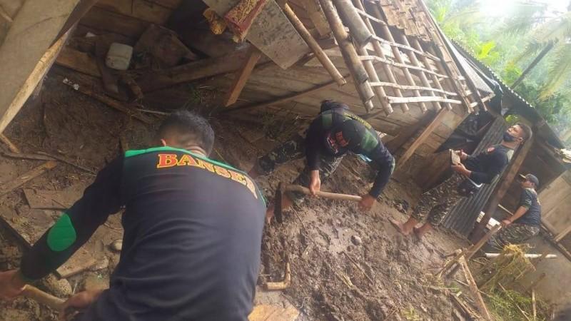 Banser Pringsewu Turun ke Lokasi Bantu Korban Banjir di Pardasuka