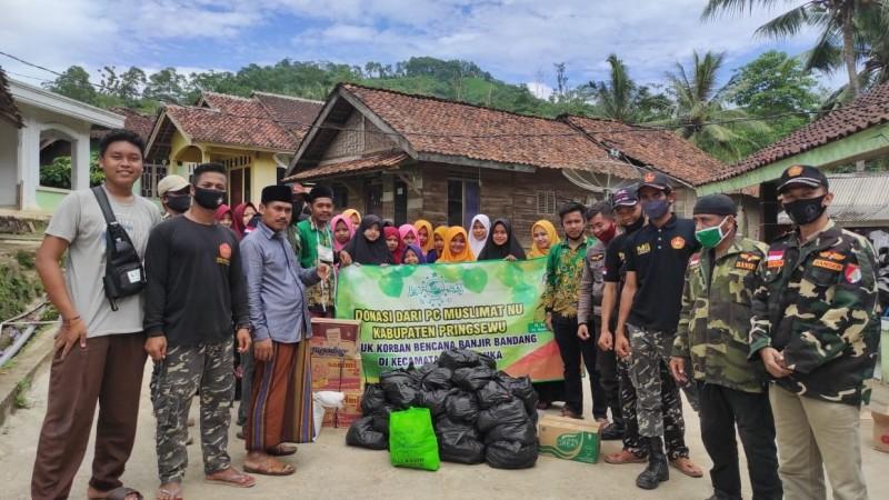 Terdampak Banjir, Pesantren ini Terima Bantuan Sembako dari Muslimat NU Pringsewu