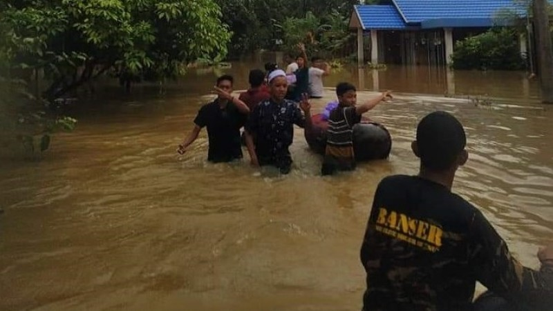 Banser Kalsel Fokus Bantu Warga di Dataran Rendah yang Masih Terendam Banjir