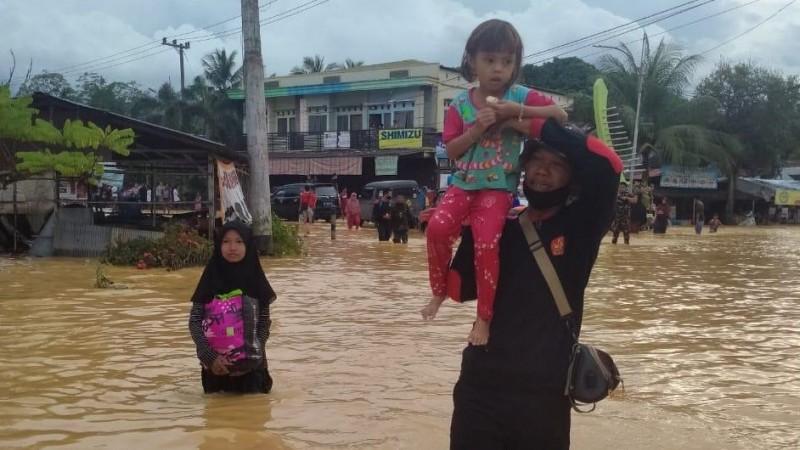 838 Personel Banser Kalsel Dikerahkan Bantu Warga Terdampak Banjir