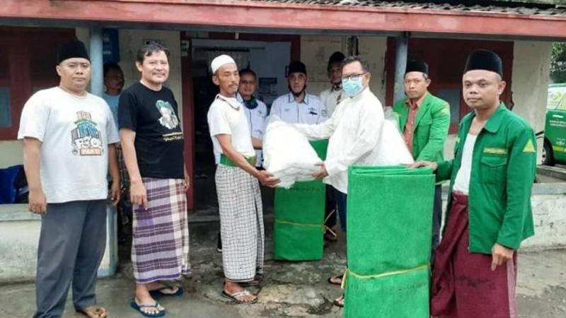 Rusak Berat Akibat Banjir, PCNU Kabupaten Tegal Beri Bantuan Perbaikan Rumah