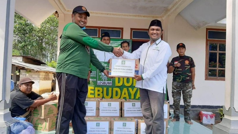 Donasi Kebudayaan Lesbumi Jember untuk Korban Banjir