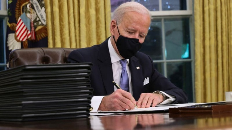 Usai Dilantik, Joe Biden Cabut 'Larangan Negara Muslim Masuk AS'