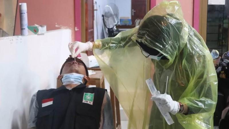 NU Peduli Lakukan Swab Antigen Relawan Gempa Sulbar