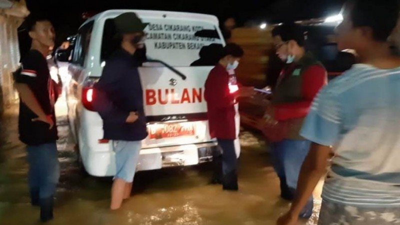 Hingga Malam, Relawan NU Salurkan Bantuan untuk Warga Terdampak Banjir Bekasi