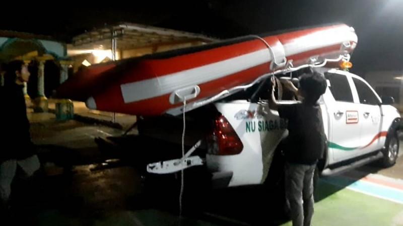 LAZISNU Bekasi Kirim Perahu Karet untuk Warga Terdampak Banjir