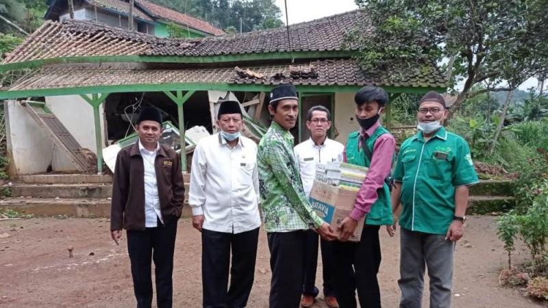 LAZISNU Majalengka Turunkan Bantuan untuk Madrasah Ambruk