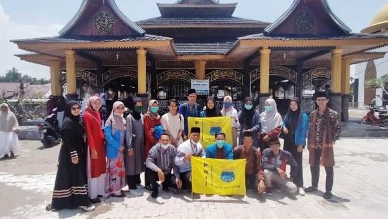 Jelang Ramadhan, Sejumlah Aktivis Ziarahi Makam Penggubah Mars PMII