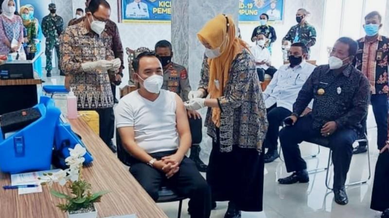Galakkan Vaksinasi, Bupati Way Kanan Lampung Prioritaskan Pesantren
