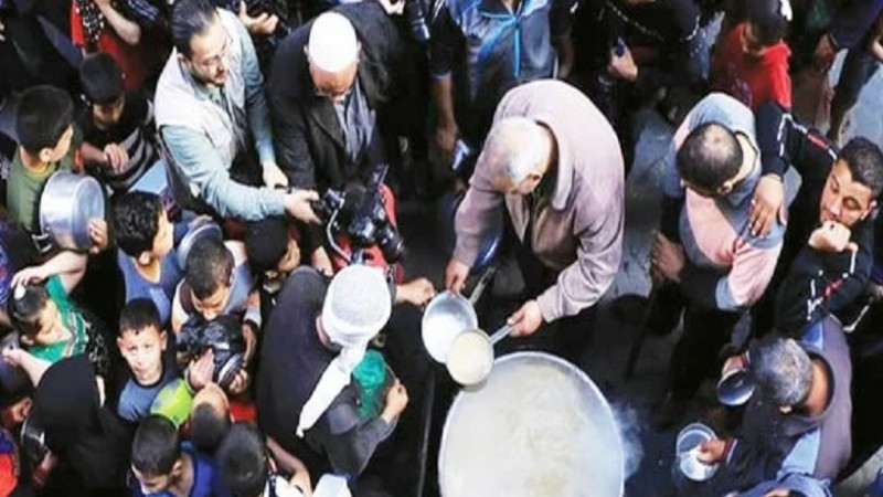 Gaza man donates traditional food to the poor