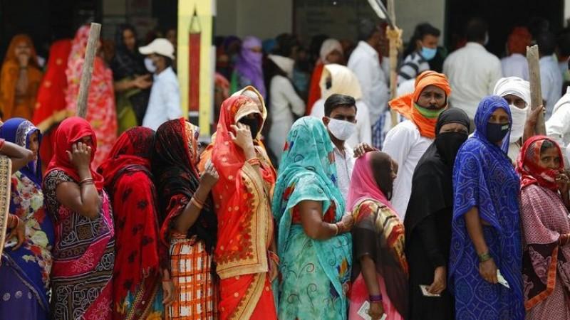 Ironi di Tengah Larangan Mudik, WN India Berbondong-Bondong Masuk ke RI