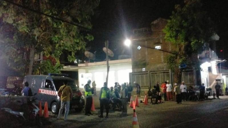 Penjagaan Ketat Diberlakukan saat Pemakaman KH Ahmad Nawawi Abdul Jalil Sidogiri