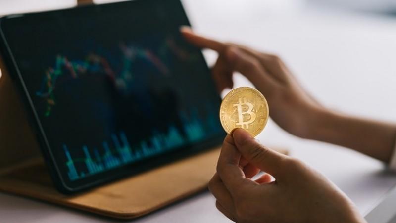 Hukum Investasi Koin Kripto melalui 'Staking' dan 'Farming' di Dompet Digital