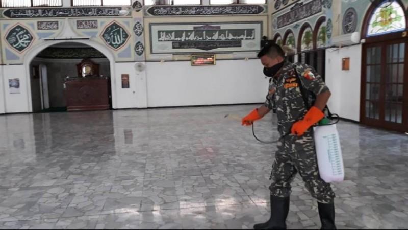 Khutbah Jumat: Saling Menjaga Diri di Tengah Pandemi
