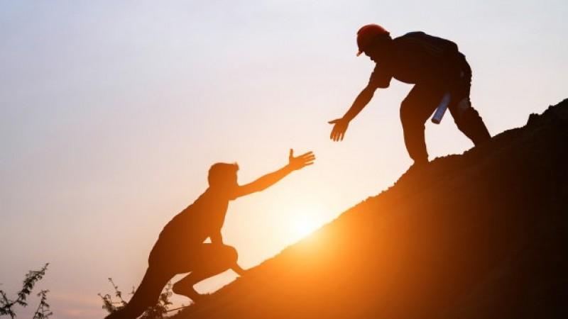Khutbah Jumat Singkat:Mari Mudahkan Urusan Orang Lain