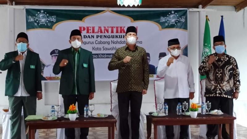 Lantik PCNU Sawahlunto, Ketua PWNU Sumbar: Bekerjalah Berdasar Tiga Pilar