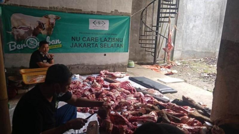 Penyaluran Daging Kurban NU Jaksel Dibarengi Pembagian Beras