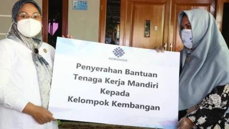 2 Tahun Menderita, PKL di Jakarta Dapat Bantuan TKM Kemnaker