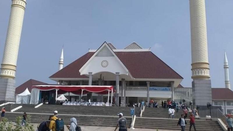 Masjid Raya KH Hasyim Asy'ari Gelar Shalat Jumat dengan Tetap Patuhi Aturan PPKM