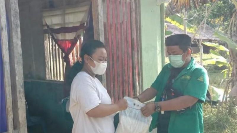Aksi Ansor Poso Sulteng Berbagi Sembako untuk Warga Isoman