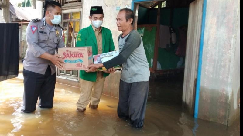 Ansor dan Polres Melawi Salurkan Bantuan untuk Warga Terdampak Banjir