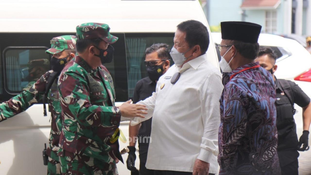 Gubernur dan Wagub Dampingi Panglima TNI Tinjau Vaksinasi Merdeka Serentak di UIN Raden Intan