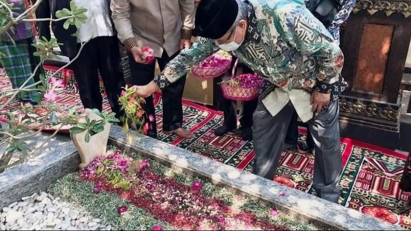 Doakan Muktamar Lancar, Kiai Said Aqil Ziarah Makam Pendiri NU di Jombang