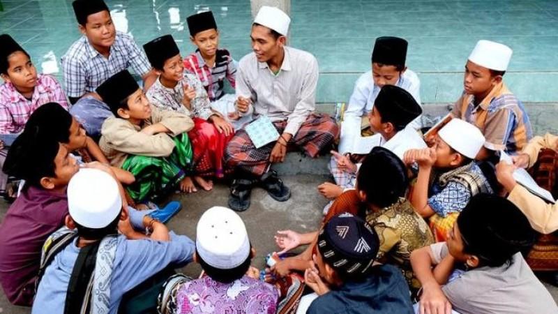 Pesantren Jaga Islam dari Dua Sisi, Ilmu dan Akhlak