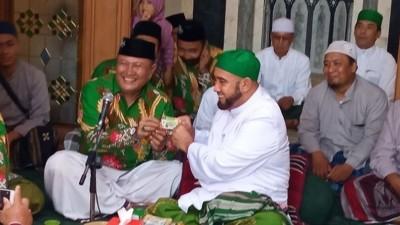 Silaturahim ke Habib Syech, PCNU Surakarta Serahkan Kartanu