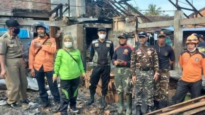 Puluhan Banser Bakti Sosial Bersihkan Puing-puing Kebakaran Pasar Sukorejo Kendal