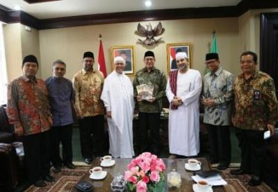 Habib Zen Minta Maaf jika Ada Keturunan Rasulullah Minta Dilayani