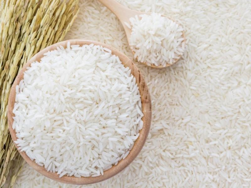 Mengapa Zakat Fitrah Dianjurkan Berupa Makanan Pokok?
