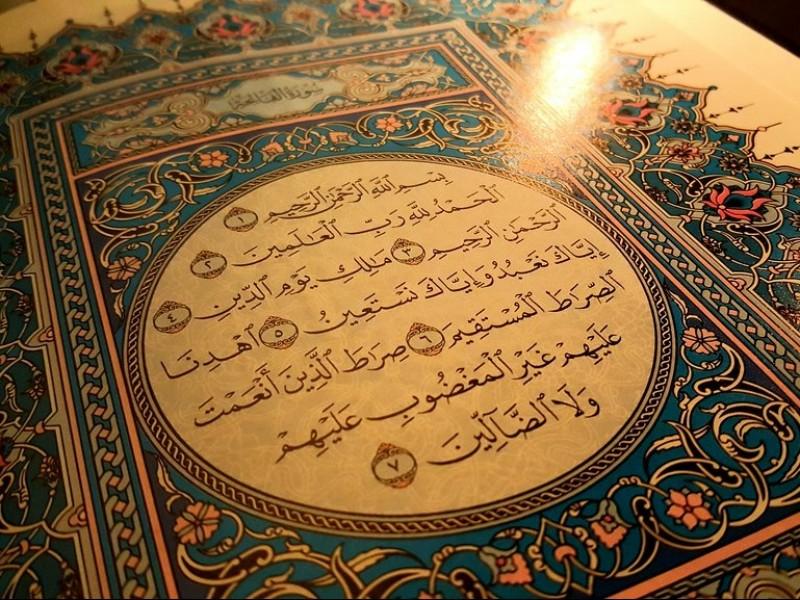 Hukum Menjeda Bacaan Surat Al-Fatihah dalam Shalat karena Tarik Nafas