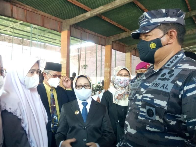 Pesantren Darul Ulum Rejoso Jombang Terima Vaksin Kedua dari TNI