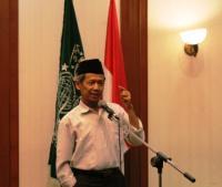 Ahmad Tohari Terima Hadiah Asrul Sani